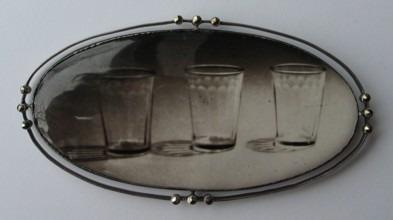 Glasses_brooch